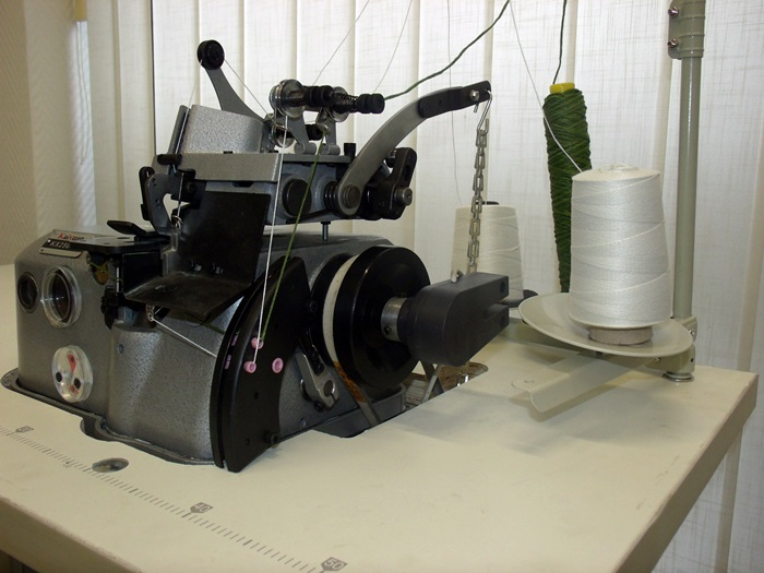 Overlock Kettelmaschine mit Servomotor Teppich versäubert